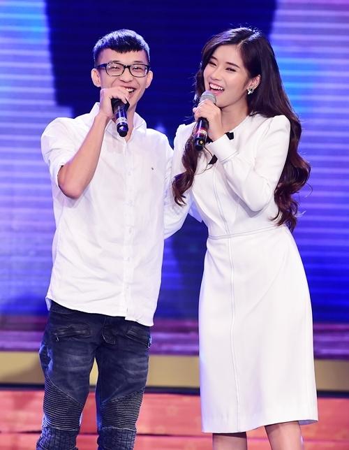 Hoàng Yến Chibi lần đầu kéo mẹ và em trai lên sân khấu hòa giọng - 3