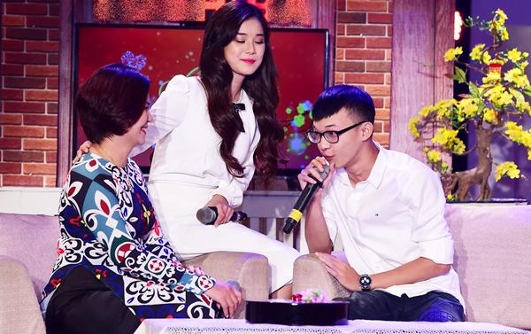 Hoàng Yến Chibi lần đầu kéo mẹ và em trai lên sân khấu hòa giọng - 4