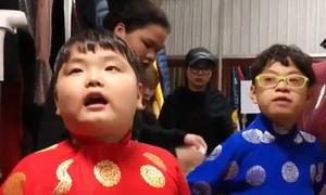Con trai Xuân Bắc 'bối rối' đọc thoại trong hậu trường Táo quân 2018