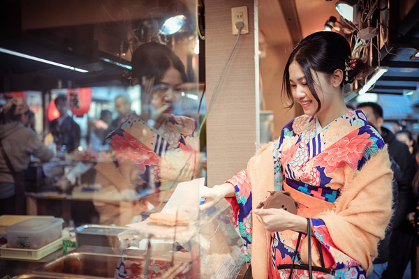 Á hậu cao nhất Việt Nam đẹp mong manh trong trang phục truyền thống Nhật Bản - 3