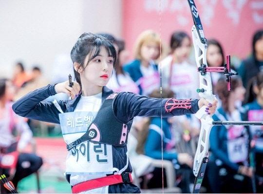 Tzuyu, Irene đẹp như bước ra từ truyện tranh khi thi bắn cung - 1