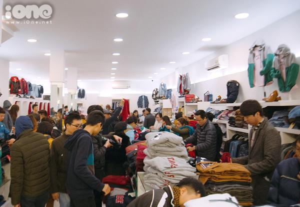 Các phố mua sắm Hà thành bán rẻ như cho, kẹt cứng đến gần nửa đêm - 7