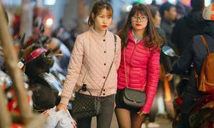 Các phố mua sắm Hà thành bán 'rẻ như cho', kẹt cứng đến gần nửa đêm