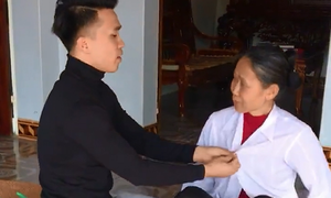 Cậu con trai mạnh tay 'xử lý' khi mẹ không chịu diện đồ mới ngày Tết