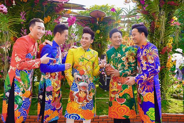 Dàn trai đẹp Vbiz đại náo đường hoa Nguyễn Huệ đầu năm