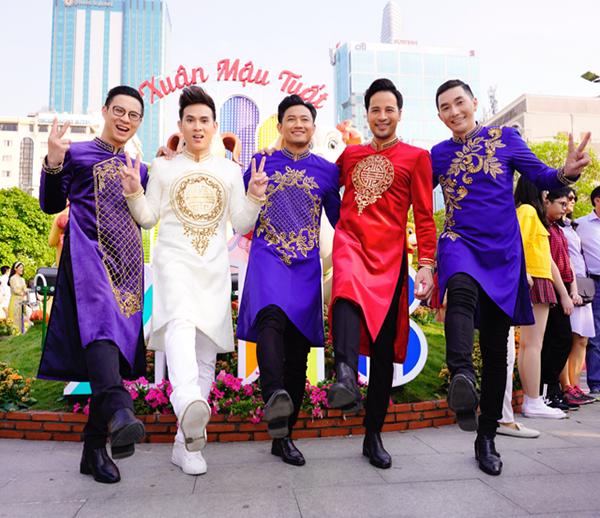 Dàn trai đẹp Vbiz đại náo đường hoa Nguyễn Huệ đầu năm - 5