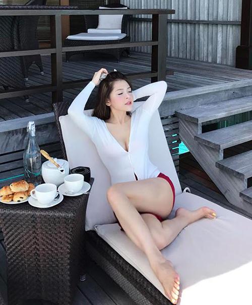 Bạn gái tin đồn Soobin chăm khoe mặt học sinh, người phụ huynh với bikini - 3