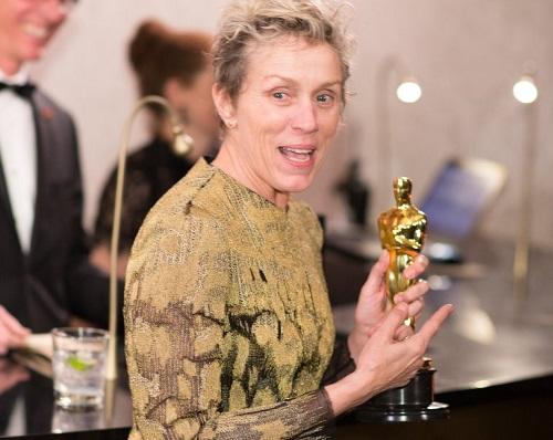 Diễn viên giành giải Nữ chính xuất sắc nhất Oscar 90 bị đánh cắp tượng vàng