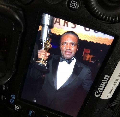 Diễn viên giành giải Nữ chính xuất sắc nhất Oscar 90 bị đánh cắp tượng vàng - 1