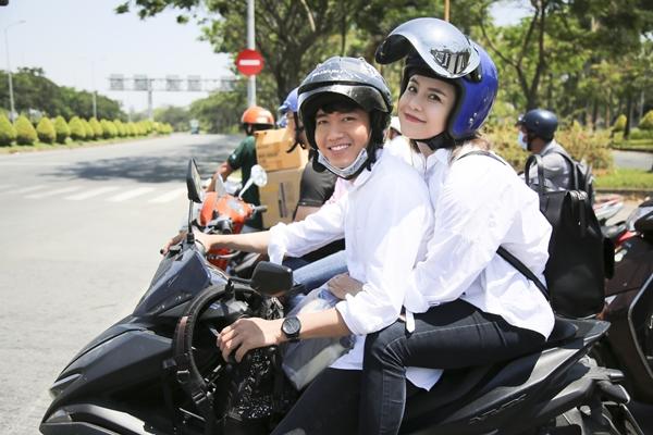 Quang Đăng - Thái Trinh đội nắng tặng quà cho người bán ve chai ngày 8/3 - 1