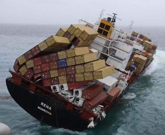 Trên chiếc tàu này có 8.000 container và đang lênh đênh trên Đại Tây Dương thôi mà...