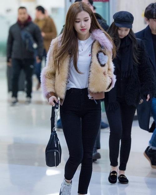 Loạt idol Hàn thể hiện phong cách với chiếc túi hot nhất - 7