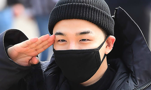 Tae Yang (Big Bang) nhập ngũ, quỳ tạm biệt fan