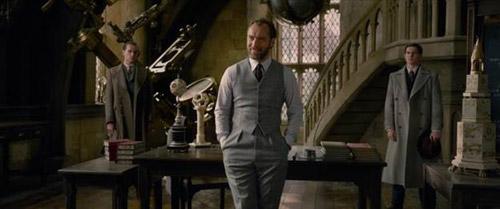 Thầy Dumbledore trẻ măng lần đầu xuất hiện trên màn ảnh.