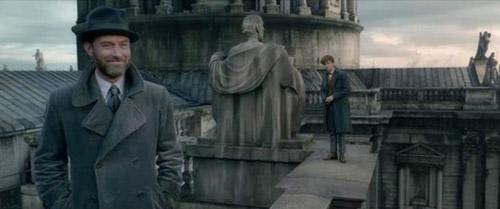 Cả hai phải chống lại phù thủy hắc ám Geldert Grindelwald.