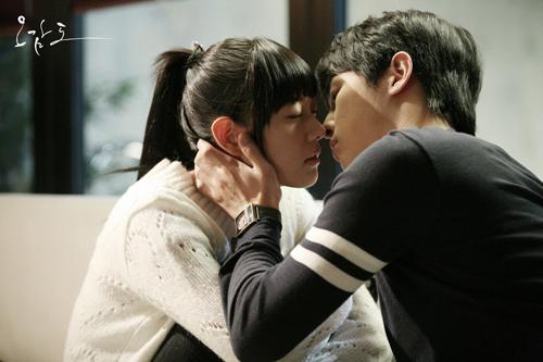 Song Hye Kyo chắc sẽ rất ghét những cảnh phim này của Song Joong Ki - 1