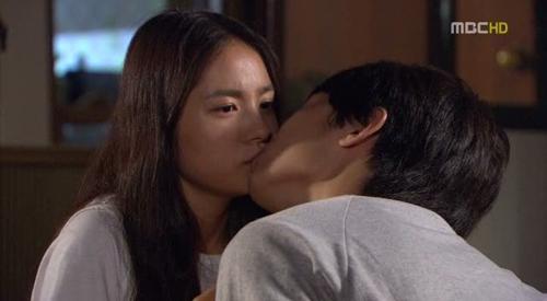 Song Hye Kyo chắc sẽ rất ghét những cảnh phim này của Song Joong Ki - 2