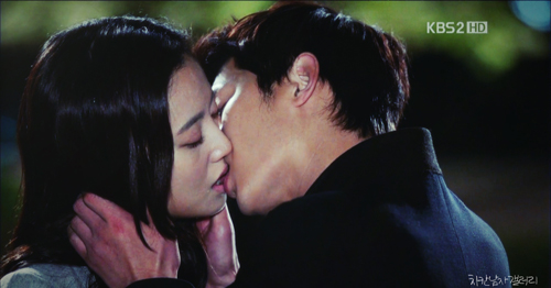 Song Hye Kyo chắc sẽ rất ghét những cảnh phim này của Song Joong Ki - 4