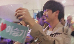 'Ngộ Không' Lee Seung Gi, Sung Jae tươi rói khi được fan Việt chào đón