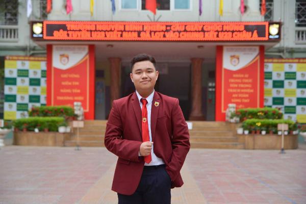 Đỗ Việt Anh, học sinh lớp 10D. Việt Anh là Học sinh tiêu biểu học kì I năm 2017 - 2018; đạt Giải nhì thi lịch sử cấp trường, Giải nhất thi tin học văn phòng cấp quận năm 2015 - 2016.
