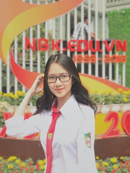 Đinh Hoàng Việt Hà, học sinh lớp 12D5. Cô bạn ước mơ sau này sẽ trở thành Tiếp viên hàng không.