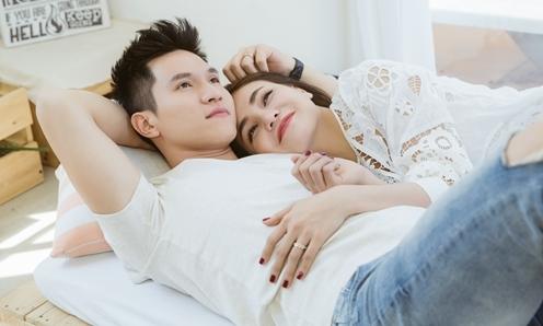 Trà Ngọc Hằng - Minh Anh ngọt ngào trên giường