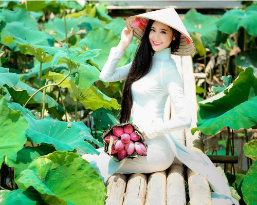 Nguyễn Thị Huyền Trang, sinh năm 1997. Hiện đang học Đại học 1, chuyên ngày Thanh Nhạc
