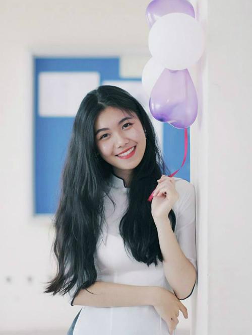 Thái Bảo Trâm sinh năm 2000, theo học Trung cấp 3, chuyên ngành Sáng tác.