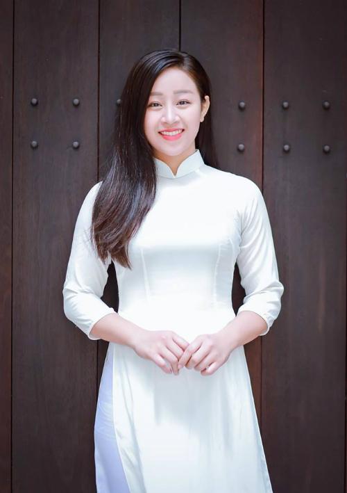 Phan Thị Mỹ Duyên, sinh năm 1996, hiện đang theo học Trung cấp 1, chuyên ngành thanh nhạc.