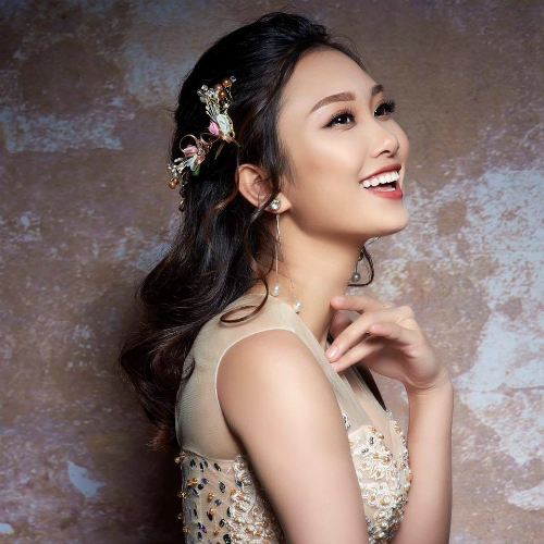 Nguyễn Thị Quý, sinh năm 1994. Hiện đang theo học Đại học 1, chuyên ngành thanh nhạc.