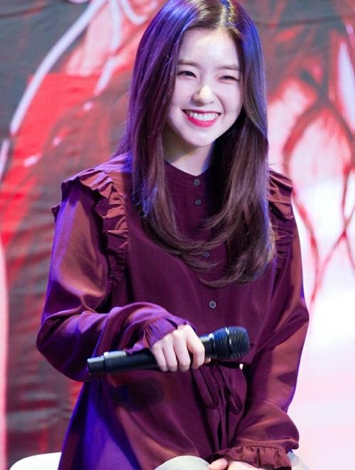 Irene thích màu tím vì đó là màu yêu thích của bạn thân.