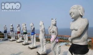 Khu vực trưng bày tượng 12 con giáp khỏa thân được yêu cầu quây kín