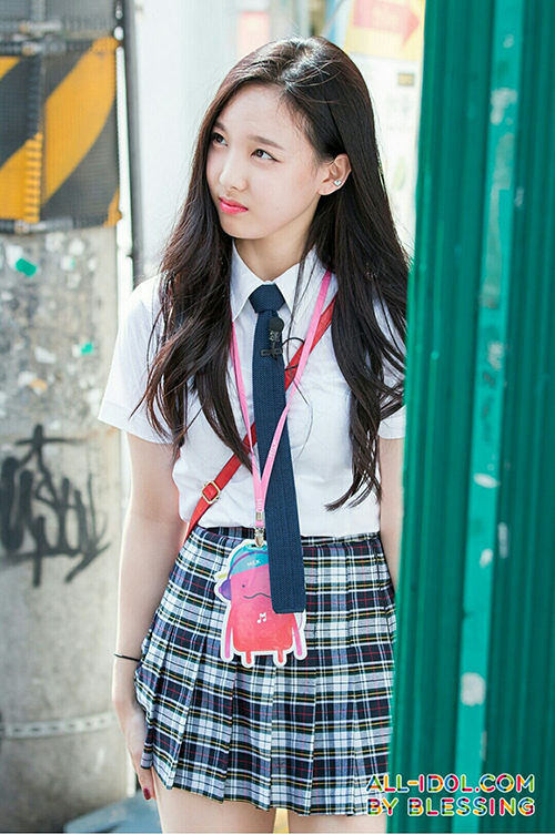 Nữ sinh Hàn xa lánh bạn bè vì không makeup khi đi học - 2