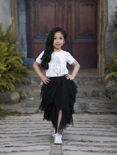 Hai chân dài nhí hot nhất Việt Nam khoe vẻ sang chảnh như hoa hậu - 9
