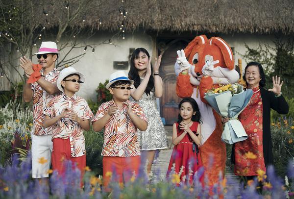 Chân dài 7 tuổi hot nhất Việt Nam khoe vẻ sang chảnh như hoa hậu - 3