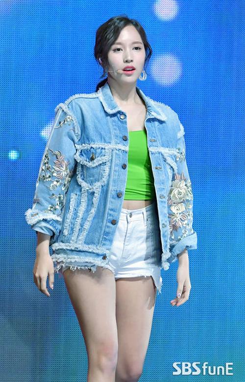 Twice bị chê mặc toàn hàng hiệu vẫn sến trong đợt comeback - 8