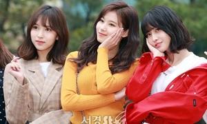 Twice khoe nhan sắc đẳng cấp, Irene làm khán giả ở Music Bank