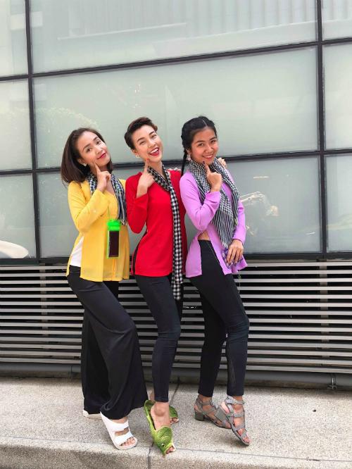 Dàn sao Việt chơi trội với quần áo loè loẹt tại lễ hội té nước Thái Lan - 2