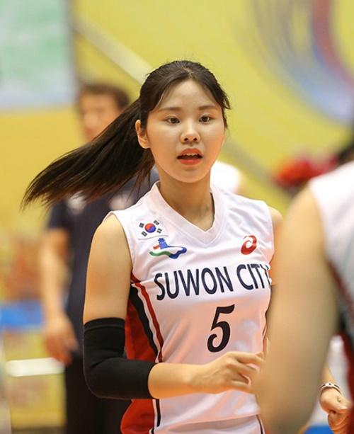 Vẻ đẹp giản dị, thân thiện giúp Lee Yun Jung ghi điểm trong mắt người hâm mộ.