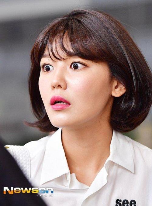 Bức ảnh chế của Sun Mi khiến nhiều fan nhờ lại biểu cảm thần thánh của Soo Young ở sân bay. Thành viên SNSD bàng hoàng khi phát hiện quên hộ chiếu khi đã ra đến sân bay.