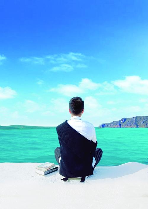 Đàm Vĩnh Hưng gây xao lòng với loạt ảnh sống ảo lung linh - 9