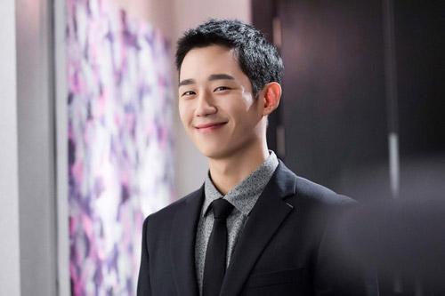 Jung Hae In đang là diễn viên được quan tâm nhất thời điểm hiện tại.