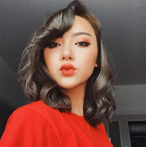 Bên cạnh việc áp dụng các tông màu đậm để trang điểm, Jannine cũng thay đổi cách làm tóc liên tục để có vẻ ngoài cá tính.