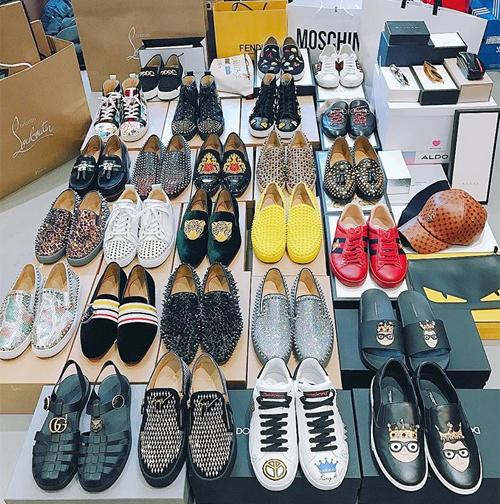 Đến nay, bộ sưu tập giày của anh chàng đã có hàng chục đôi khác nhau, chiếm đa số là giày loafer và sneakers, giá trung bình từ 10-40 triệu đồng một đôi.