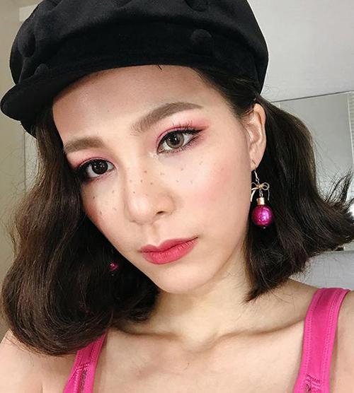 Công thức makeup này cũng được sử dụng nhiều trong các concept chụp hình mùa hè để gương mặt thêm điểm nhấn tràn đầy sức sống.