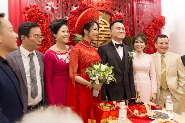 Diệp Lâm Anh khóa môi chú rể ngọt ngào trong lễ rước dâu - 7