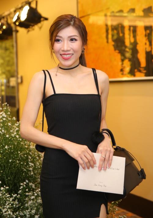Trang Pháp diện váy hai dây gợi cảm.