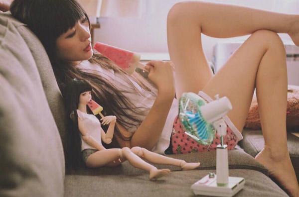 Diện đồ đôi với búp bê, 9x Nhật Bản khiến nhiều người rùng mình - 2