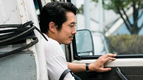 Nam diễn viên Steven Yeun khiến khán giả tức giận vì lỡ tay like trên mạng xã hội.