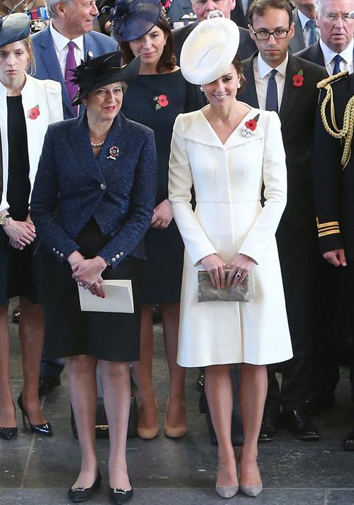Kate-Middleton-wore-Alexander-9125-3024-1526751511.jpg